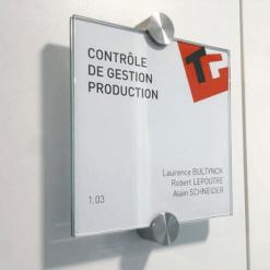 ConFix2 táblatartóval szerelt tábla