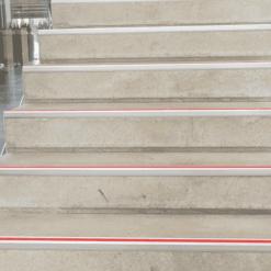 Lépcsőél jelölés